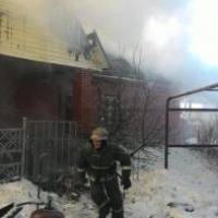 Омские пожарные почти три часа тушили частный дом