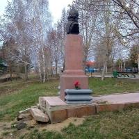 В Омске разрушается памятник Ермаку