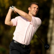 Пока болельщики дерутся, бывший футболист подался в гольф