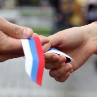 В центре Омска волонтеры раздадут 500 ленточек с российским триколором
