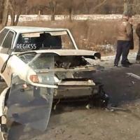 Жесткое ДТП в Ленинском округе: у BMW на ходу открылся капот
