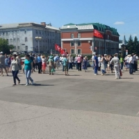 В Омске митингующие испортили праздник семьям