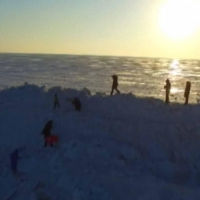 На границе Китая и России выросла огромная ледяная стена