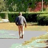 Жители Омска сообщили о гулявшем без трусов мужчине