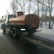 В Омске иномарка загорелась от нефтяной лужи