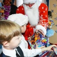 Новогодние подарки детям: «Росводоканал Омск» помог социальному центру
