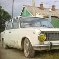 Сельские жители угнали у приехавшего в гости омича незапертый ВАЗ-2103