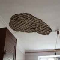В Омске в комнате с годовалой девочкой рухнул потолок