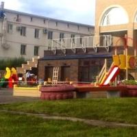 Бизнесмены подарили Омску детскую площадку
