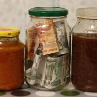 У омской пенсионерки из квартиры похитили 285 000 рублей