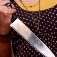 Угрожая продавцу ножом, омичка забрала сигареты, пиво и гранат