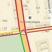 В Омске отключенный светофор на Маркса стал причиной транспортного коллапса