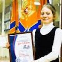 Омская школьница получила медаль за спасение брата и сестры