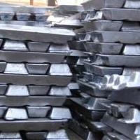 Под Омском сельчане украли с грузового поезда почти тонну чугуна
