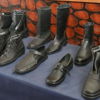 Омские осужденные шьют обувь из натуральной кожи