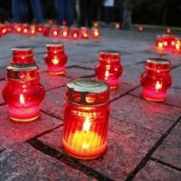 Бурков и 2,5 тысячи омичей зажгли свечи в парке Победы