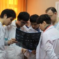 В омских больницах стартовала практика иностранных студентов-медиков
