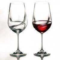 Из каких бокалов пьют вино?