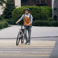 Водитель  Toyota Caldina сбил велосипедиста на переходе и скрылся