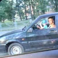 В Омске ребёнок управлял машиной без детского автокресла