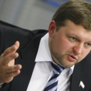 Бесштанько вновь раскритиковал в твиттере кировского губернатора Белых