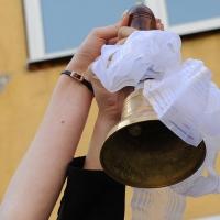 Во время «Последнего звонка» в омской школе упала штукатурка