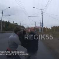 В Омске мужчина с дубинкой напал на водителя маршрутки