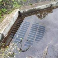 С омских дорог откачивают воду после дождя