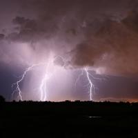 Омичи делятся фотографиями мощной ночной грозы