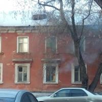 Омичи сообщили о возгорании в заброшенном доме Омска