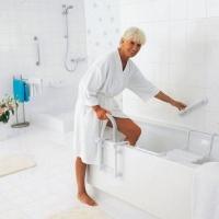 Поручни для ванной – залог безопасного купания