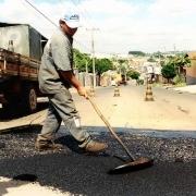 В Омске продолжают строить дороги из золы и шлака