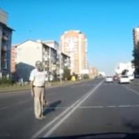 Омский водитель снял шуточное видео «Моя подборка дебилов на дороге»