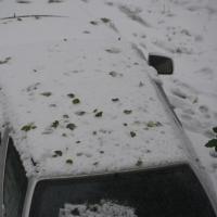 Стихийные парковки во дворах Омска мешают чистить снег спецтехнике