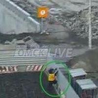 К строителям Юбилейного моста в Омске зашел «медведь»