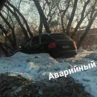 В Омске Porsche Cayenne оказался в кювете