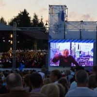На Большом классическом концерте омский дирижер солировал в песне из «Бременских музыкантов»