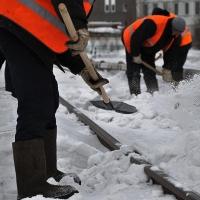 В Омске за неделю очистили от снега 2 тысячи остановок и пешеходных переходов