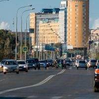 В Омске обсуждают «волны» на дороге вдоль Иртышской набережной
