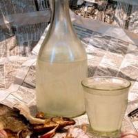 В Кировском округе омичка продавала ацетон под видом спиртных напитков