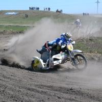 Министр спорта Омской области провёл состязания по мотокроссу в Калачинске