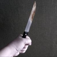Бывший парень омички получил удар ножом от ее нового сожителя