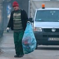 Улицы Омска начали приводить в порядок после зимы