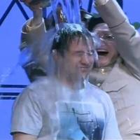 На премьере омского ТЮЗа Владимира Золотаря окатили ведром воды