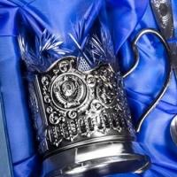 Почетному гражданину Омска подарили стаканы в подстаканниках