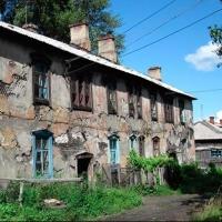На окраинах Омска три жилых дома признали аварийными