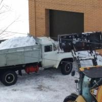 За сутки омские дорожники вывезли рекордный объем снега