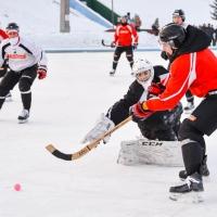 Омский «Авангард» потренировался в хоккее с мячом