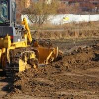 Площадку под строительство новой дороги готовят днем и ночью