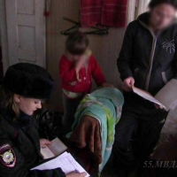 Полиция проверяет омичей, живущих с детьми на дачах с температурой +13 °C в комнате